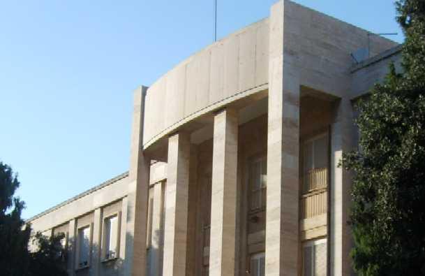 una veduta frontale del liceo Dettori di Cagliari